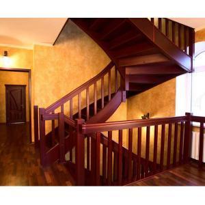 №27 Лестница с поворотом на 180 ° с классическим ограждением