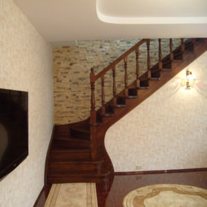 №20 Лестница с поворотом на 90 ° с классическим ограждением