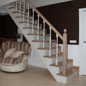 №8 Прямая лестница с классическим ограждением